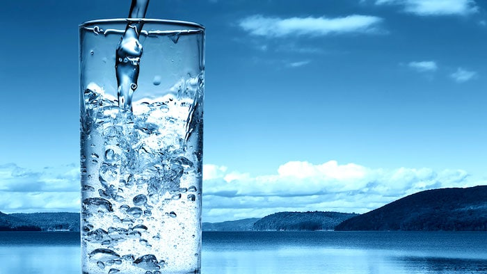 ¿Es el agua alcalina saludable para usted? ¿Y es realmente alcalina?