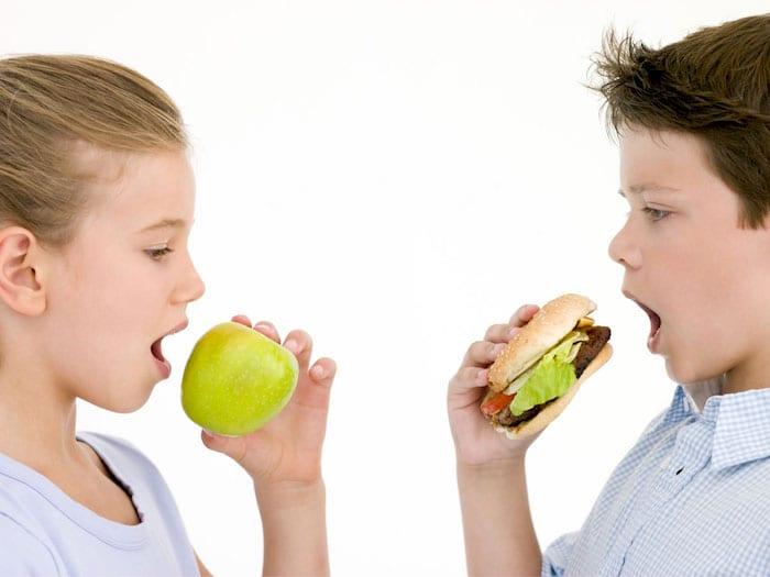 Que comida dar e não dar a uma criança hiperativa