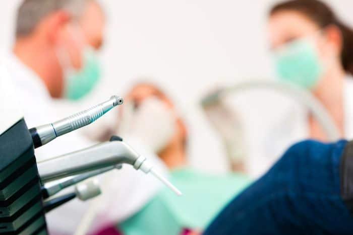 Habilidades clínicas esenciales para el joven dentista indio para sobrevivir
