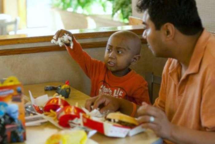 Não mais brinquedos com refeições de fast-food, a menos que atendam aos padrões nutricionais para calorias, sódio e gorduras