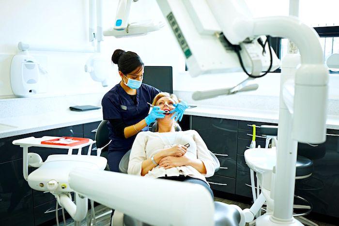 为什么是牙釉质被摧毁?