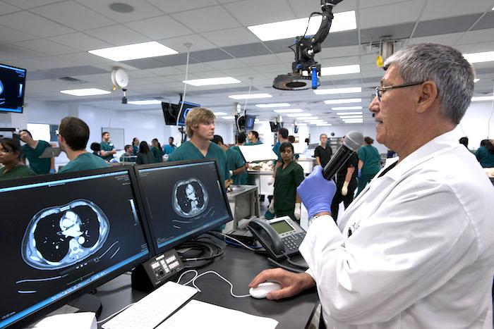 Un examen approfondi de la faculté de médecine de l'Université de Ross