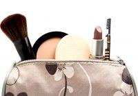 El maquillaje y el acne en adultos sus productos para el cabello y los cosmeticos hacen que su piel se rompa
