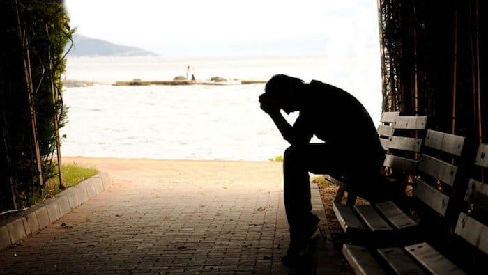 Wie kann man einer depressiven Person helfen?