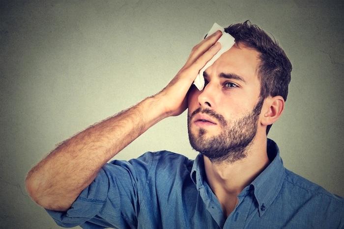 O que causa suor ao comer?