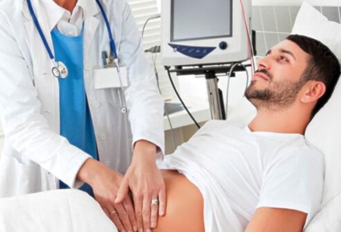 Dolor abdominal y dolor testicular probable que sea una hernia