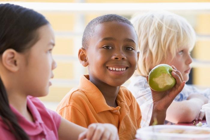 Las frutas y verduras son el secreto del éxito en la escuela para los niños