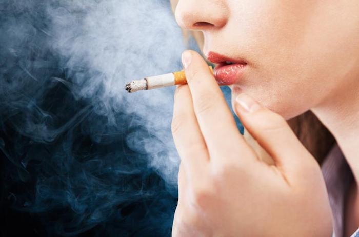 حمض الجزر والتبغ اتباع نظام غذائي: هل التدخين يسبب حرقة؟