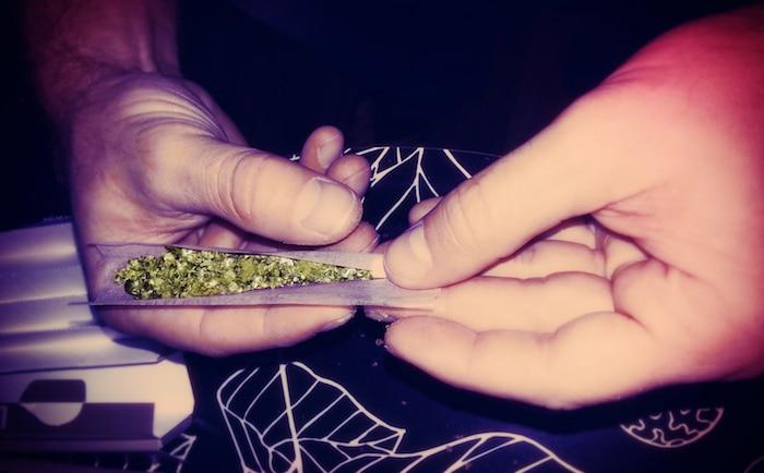 Cómo lidiar con los antojos de las malas hierbas durante el retiro de la marihuana