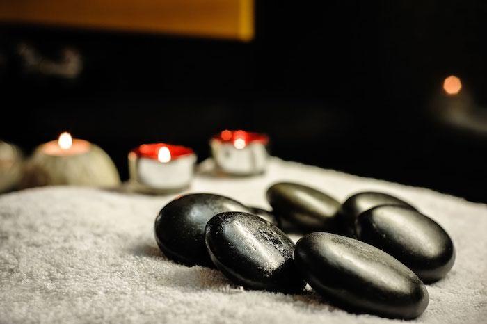 Como a massagem com pedras frias pode me ajudar?
