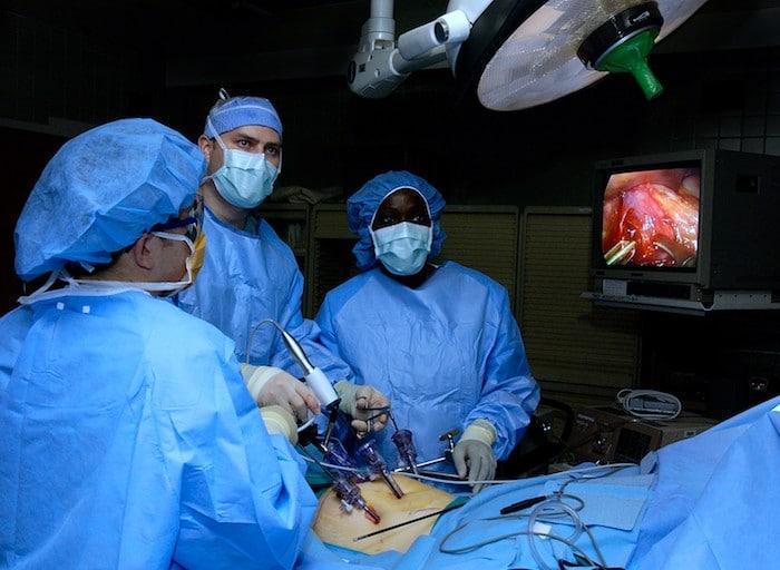 Post-Operativni zlepljeni so presenetljivo skupne