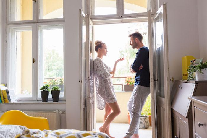 La réactivité dans les relations: couvert et découvert