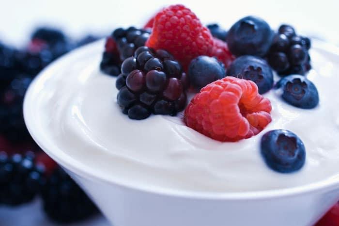 Régime de reflux acide: le yogourt est-il un bon remède contre les brûlures d'estomac?