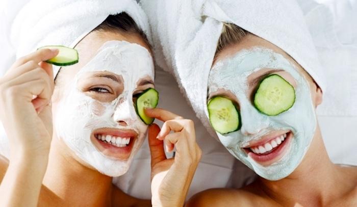 Essen im Gesicht: hausgemachte Kosmetik