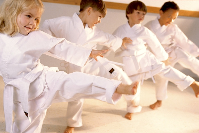 Benefícios do karate e outras artes marciais para crianças