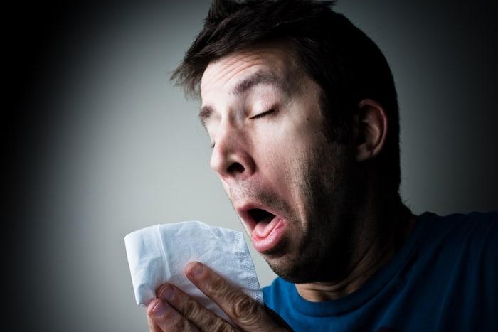 Les éternuements d'une odeur désagréable: Pourquoi faire ??