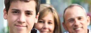 我十几岁的儿子讨厌我 - 我应该怎么做?