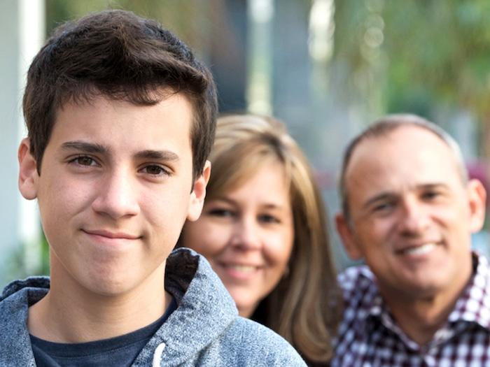 """Mi hijo adolescente me odia – ¿Qué debo hacer"""""""