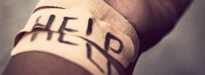 Por qué las personas se dañan a sí mismas y cómo podemos ayudarles