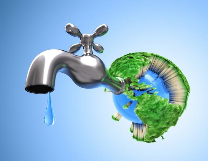 طرق 10 لتوفير المياه وفواتير المياه الخاصة بك