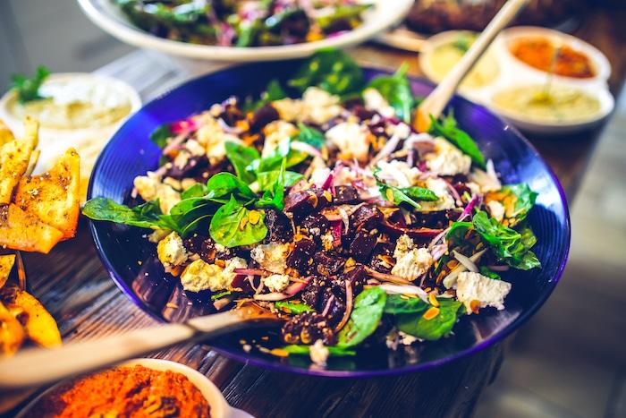 PCOS-Diät: Essen, wenn Sie versuchen, mit polyzystischem Ovarialsyndrom Gewicht zu verlieren