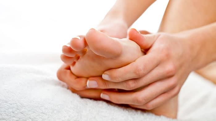 Bunionette Schmerzlinderung: Wie behandelt man Zehenschmerzen?