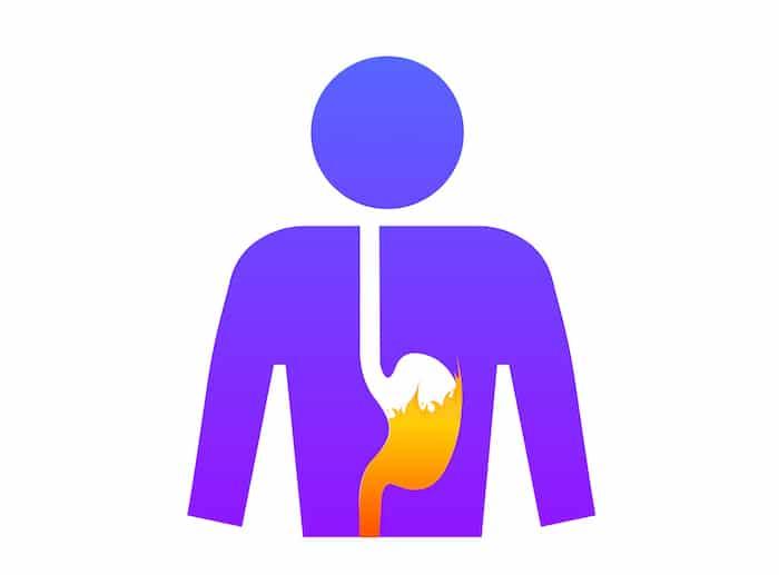 RGO (reflux gastro-oesophagien) et brûlures d'estomac: causes, symptômes et traitement
