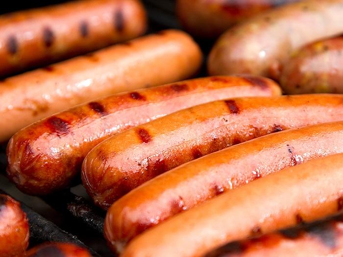الكلاب الساخنة وغيرها من اللحوم المصنعة وخطر سرطان الدم في مرحلة الطفولة