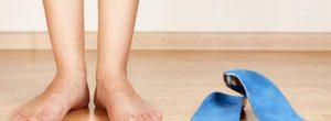 Alívio da dor Bunionette: cirurgia contra o tratamento caseiro para a gerência da dor do dedo pequeno do pé
