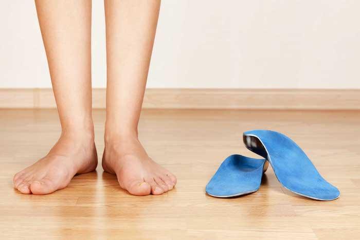 Alivio del dolor de Bunionette: cirugía contra el tratamiento casero para la gerencia del dolor del dedo pequeño del pie