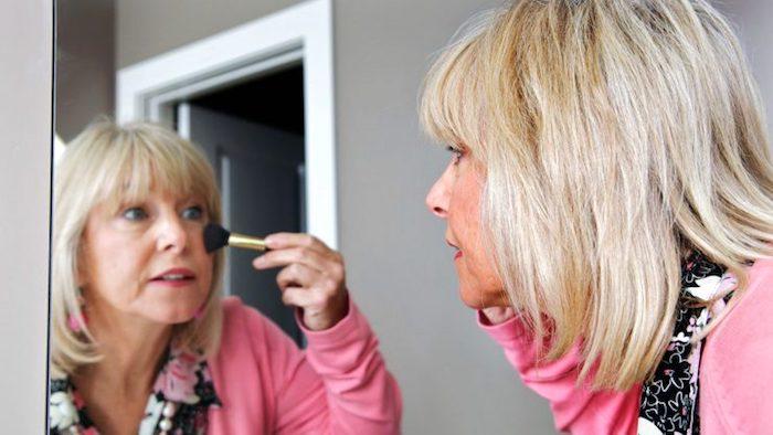 Los mayores errores de maquillaje que las mujeres mayores hacen