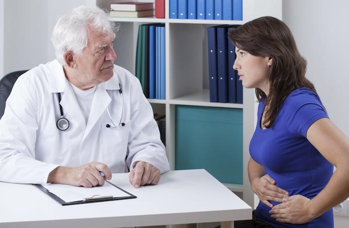 Você sofre de dor no lado? Condições de saúde que causam dor no flanco e desconforto na cintura