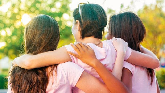 دعم الأسرة والأصدقاء: نصائح للتعامل مع مرض السرطان لدى أحد أفراد أسرته