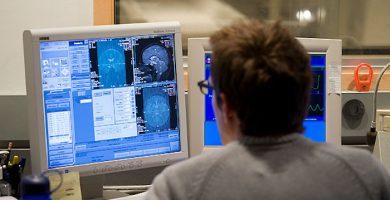 Skenira za Fmri razkrila, zakaj bolečine strpnost gre gor v ženski orgazem, in kaže, da možgani ne izklopi