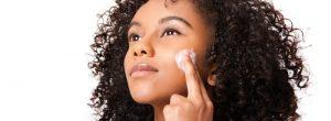 牛油果油的黑脸上的斑点和对于白的皮肤: 它的工作?