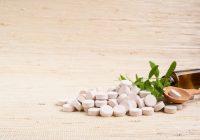 Suplementos a base de hierbas y vitaminas para aliviar los síntomas de la menopausia