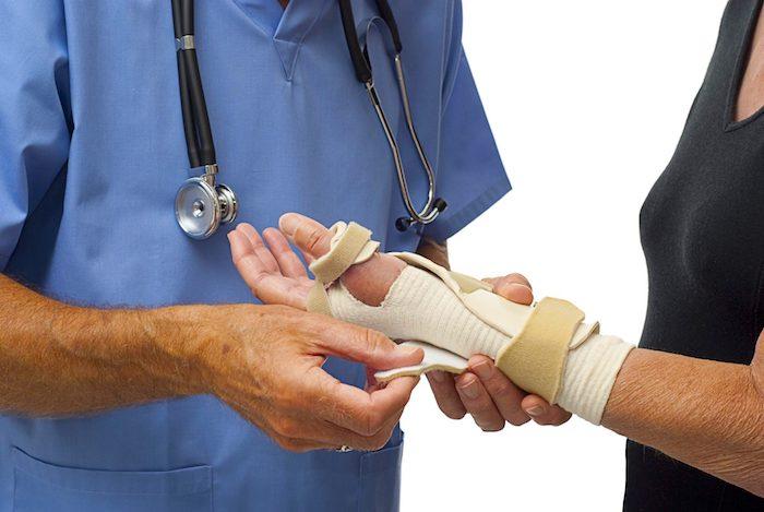 الجبائر اليدوية يمكن أن تخفف الألم لدى الأشخاص الذين يعانون من التهاب المفاصل التنكسية