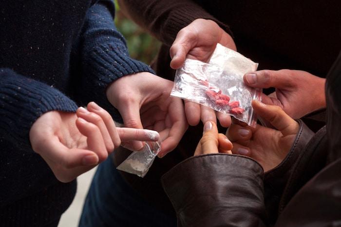 Descripción de la metanfetamina: efectos físicos, sobredosis y manejo del abuso de drogas