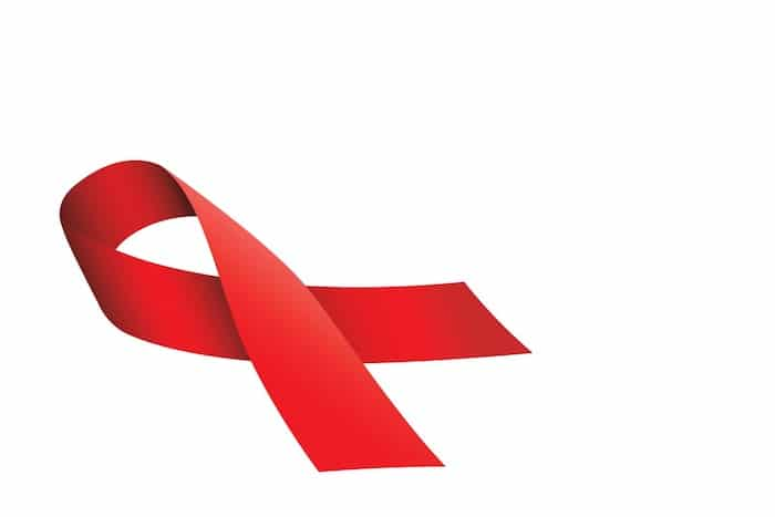 HIV-positiv sein: Auswirkungen auf den Körper, Behandlung mit antiretroviralen Mitteln und negatives Stigma