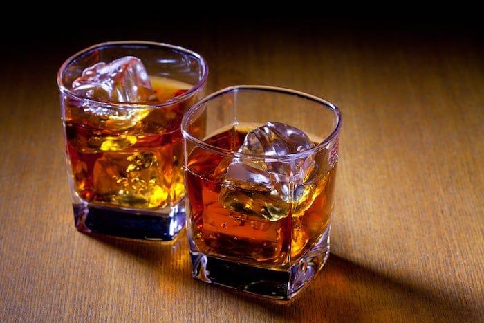 باستخدام الفياجرا (Sildenafil) والكحول معًا: هل يتم الجمع بينهما؟