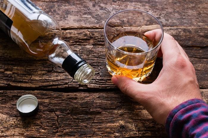 6饮酒后会引起背痛