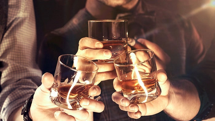 ¿Por qué el alcohol causa disuria?