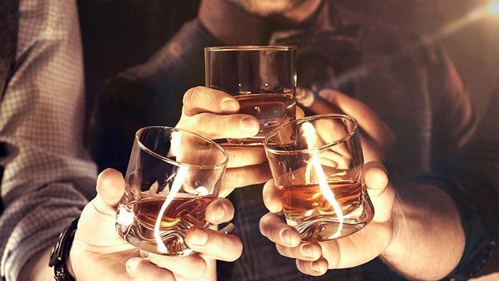 ¿Por qué el alcohol causa disuria?