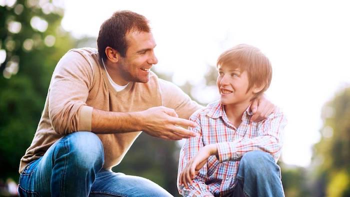 """التواصل مع ابنك المراهق: إبعاد """"أنا ضد مراهقتي"""""""