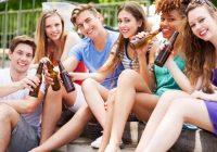 Teenager erziehen, um verantwortungsbewusste soziale Trinker zu werden: Was soll ich über Alkohol lehren?