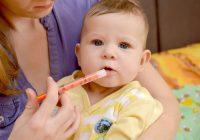 ¿Es seguro darle analgésicos a mi bebé cuando está saliendo de la dentición?