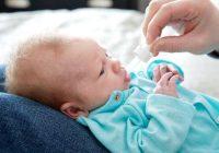 Bébé qui fait ses dents? Évitez les gels topiques ou les médicaments contenant de la benzocaïne!
