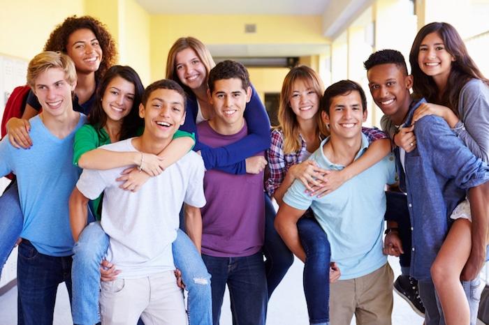 Os benefícios surpreendentes de um forte grupo de amigos para adolescentes