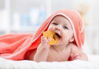 Problèmes de démarrage: que faire si votre bébé refuse de manger en raison de la gêne et de la sensibilité des gencives?