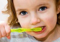 Hábitos saludables para mantener a los niños con los dientes de leche fuertes y saludables